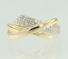 Bi-colour 18 kt gold ring set with 15 octagon cut diamonds