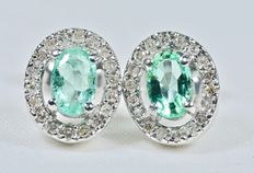 White gold earrings of 36 diamonds and oval emeralds of 0.98 ct in total *** No reserve price ***
