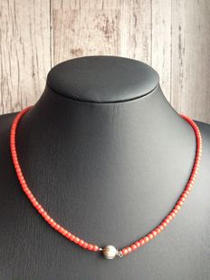 Old Dutch precious coral necklace with silver ball clasp, no reserve price