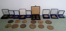World - 24 Bronze Medallions and Medals, 7 kgs