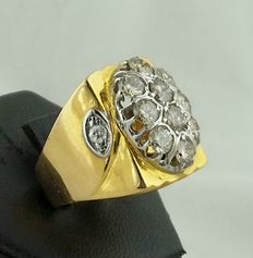 Vintage ring with brilliant cut diamonds