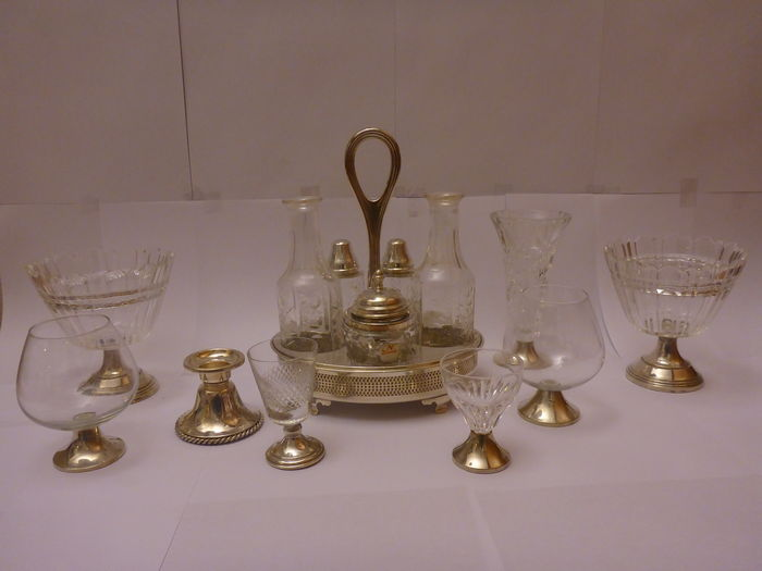 Lot consisting of several silver and crystal objects
