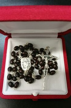 Lovely, rare and exclusive rosary of Pope Francis, received as a gift in a latest private audience - very recent