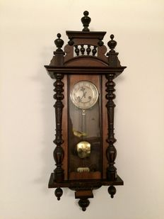 Walnut regulator clock – Period 1950