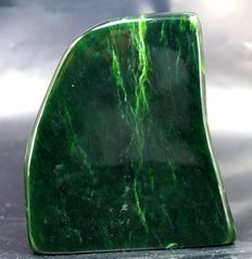 Hand-polished Nephrite tumble - 97 x 81 x 35mm - 566gm