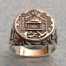 Masonic ring of sterling silver.