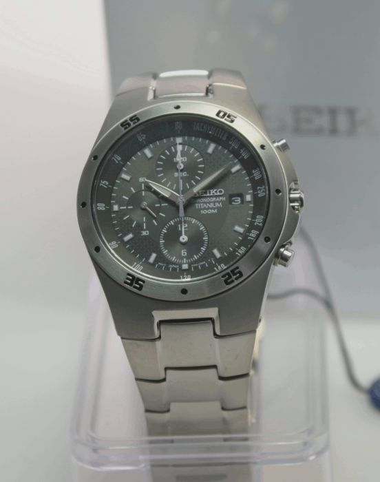 Seiko chronograph, titanium 100 m (10 ATM) – never worn men's wristwatch