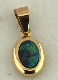 14 karat yellow gold pendant with opal, 7 x 18 mm