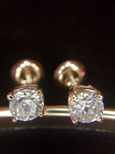 Stud earrings, 1.05 ct total 
