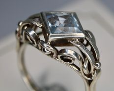 Handcrafted around 1920 Silver ring with a rectangular light blue Aquamarine approx 8x8mm in very good state.