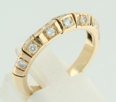 Rose gold ring, 18 kt, set with 14, brilliant cut diamonds, approx.  0.56 carat in total, Top Wesselton VS / SI, *no reserve*.