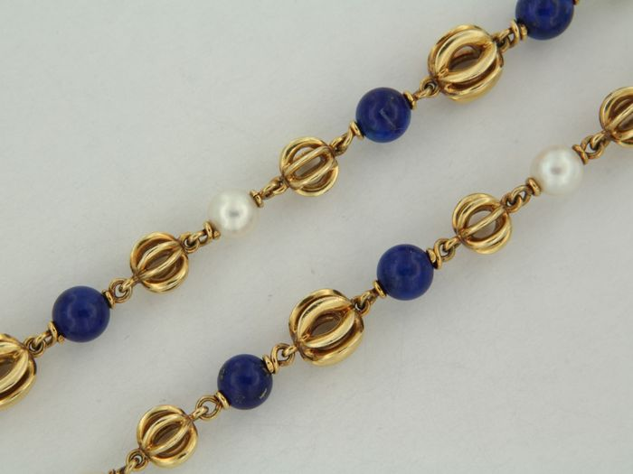 Yellow gold necklace with lapis lazuli and cultured pearl.