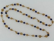 18 kt Yellow gold necklace with lapis lazuli and cultured pearl.