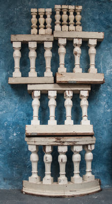A balustrade with fifteen large and seven small balusters - Canadian pine - ca. 1800