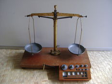"Pharmacists scale by ""JDX"" with block weights - Belgium - ca. 1920"