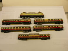 """Märklin H0 - 3054 - Electric locomotive BR103 with 5 carriages """"TEE"""" of the DB, with interior lighting"""