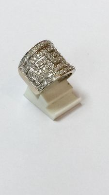 14 kt Very wide 14 kt  white gold ring, full set with zirconia, ringsize 16 (50)
