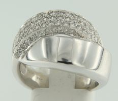 White gold 18 kt crossover ring set with 63 brilliant cut diamonds