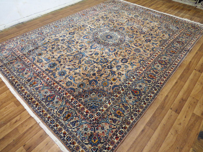 Wonderfully beautiful Persian carpet Kashmar/Iran 385 x 298 cm. End of 20th century. MINT CONDITION - UNIQUE - with silk shine