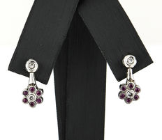 Flower-shaped earrings in white gold with diamonds and rubies