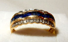 Solid 18 kt gold ring, 13 sapphires and 16 diamonds, 3.40 g