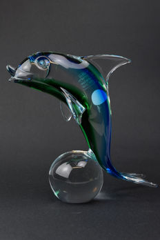 "Paolo Rubelli ( Rubelli Glassworks) - Large Sommerso sculpture ""Dolphin on a ball"""