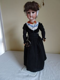 Armand Marseille doll A9M 390 Germany dressed in a costume from Walcheren.