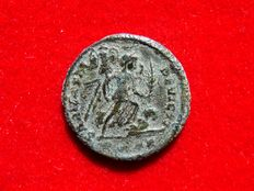 Roman Empire - Constantine I the Great (307-337 A.D.) bronze follis (2,80 g. 19 mm.). Arles mint. 322-323 A.D. SARMATIA DEVICTA. P*AR