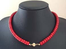 Old Dutch red coral necklace with 14 kt gold ball clasp