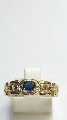 Yellow gold ring, 14 kt, with blue sapphire