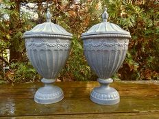 A pair of machined cast-iron garden vases with lid - France - 2nd half of 20 century