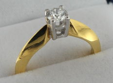 18 kt Yellow Gold solitaire Ring with a Brilliant Cut Diamond, 0.40 ct – size 17