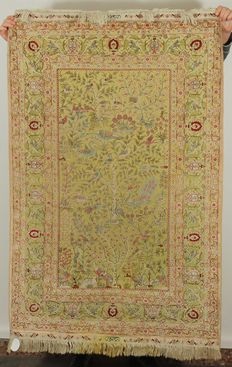 Hand-knotted pure silk carpet – 110 c x 154 cm – late 20th century – China