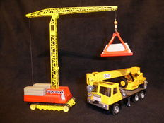 Dinky Toys/Corgi Toys - Misc. scales - Lot with Coles Hydra Truck 150 T No.980 and Skyscraper Tower Crane No.1155