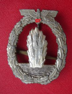 Badge for mine detection, and U-boot hunting / Mineweeper war badge/ WW 2
