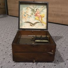 A 21 cm (9 in) Adler disc music box - German - ca 1897