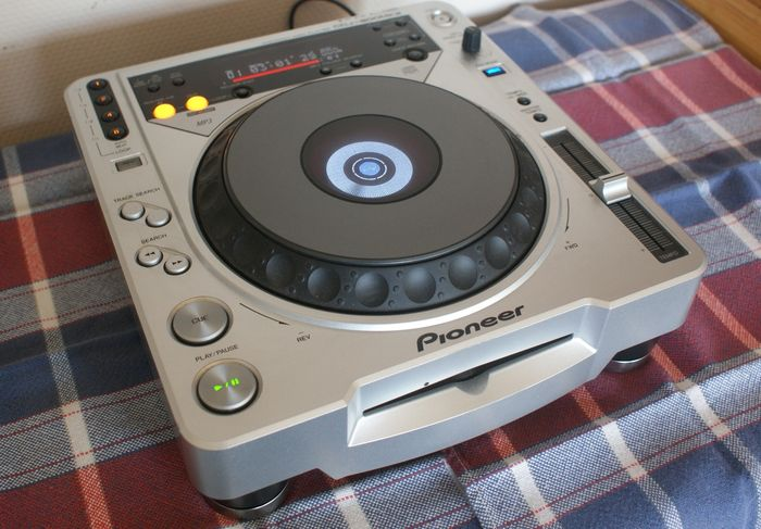 pioneer dj pro cd player speler cdj 800 mk2 thoroughly made and in nice condition catawiki. Black Bedroom Furniture Sets. Home Design Ideas