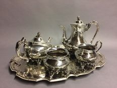 Silver plated tea- and coffee set with floral decor on a serving tray, England, ca 1950
