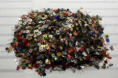 Huge party badges, over 4700 pieces, Netherlands and beyond, period 1960-1970