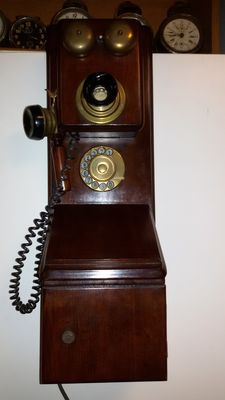 Old telephone from the 1930s