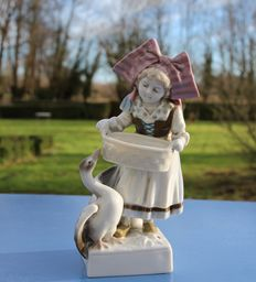 Porcelain Goebel Willhemsfeld - Alsatian woman with costume feeding a goose