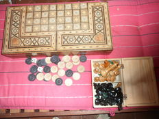 Antique Anglo-Indian rosewood chess and backgammon game completely decorated with intarsia inlay. Included vintage wooden chess set with box and set of wooden backgammon, checkers and dice.