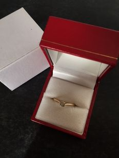 Solitaire ring in 18 kt gold with diamond.