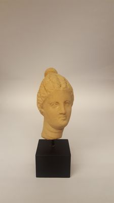 Taranto, terracotta female head - height 6.5 cm