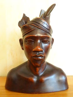 Wooden bust of a man, signed A. Fatimah - Bali - Indonesia