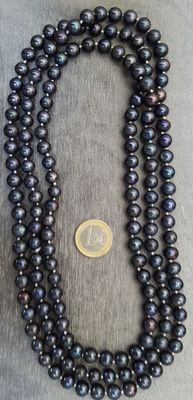 XL necklace in freshwater cultured black round pearls