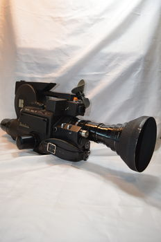 Beaulieu News film camera 16mm with angenieux objective f12 120mm, including  case and accessories