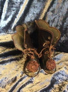 Beautiful old French dolls boots marked: 16 L1