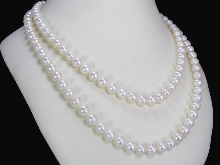 Cultivated pearl necklace with 157 pearls 7.5 - 8.3mm in diameter from South East Asia **no reserve price**