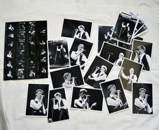 David Bowie, live 1976: a full set of 23 photos from one filmroll plus the contactsheet